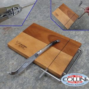 Laguiole en Aubrac - Set with acacia cutting board with cheese cutting thread and classical  cheese knife