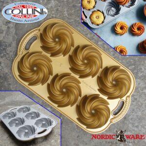 Nordic Ware - Blossom Bundt Pan